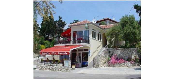 Restaurant and Coffee bar Captain's Club